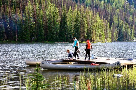 Cathedral Lakes Lodge: Fishing on Quiniscoe Lake
