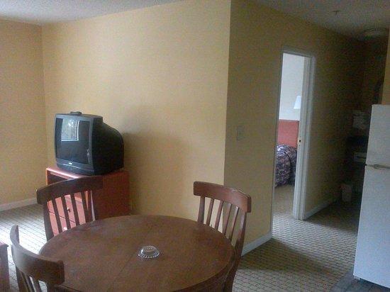 Motel 6 Jonesboro: one bedroom suite