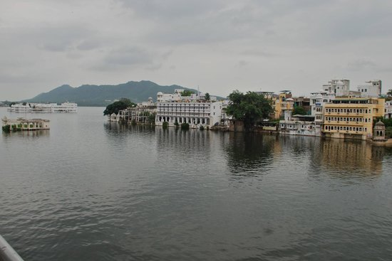 Jheel Guest House: View of the lake