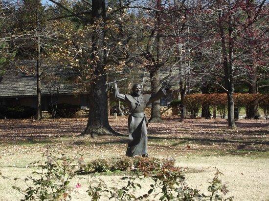 Pere Marquette Lodge & Conference Ctr, BW Premier Collection: Fr. Pere Marquette statue
