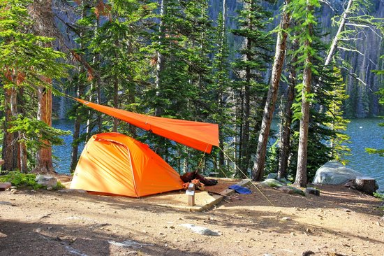 Cathedral Lakes Lodge: Camping in the nearby provincial campground