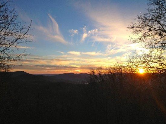 Fire Mountain Inn: Glorious sunset