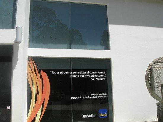 Fundacion Pablo Atchugarry: Entrada.