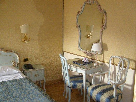 HOTEL OLIMPIA Venice: Room 403