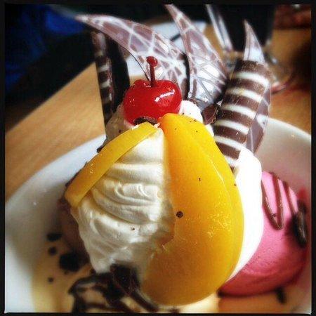 La Bondiet : Copa de três bolas de sorvete com chantilly.