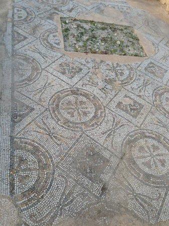 Pupput Roman Site: Bodenmosaik