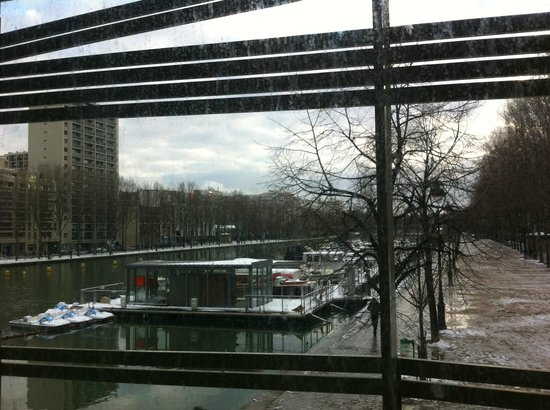 St Christopher's Canal Paris: Vista da janela do quarto