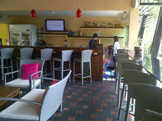 CC's Hideaway : This is the bar area in the lobby with an amazing view.