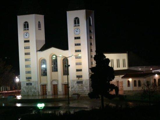 Hotel Villa Regina: chiesa di Medjugorie di notte