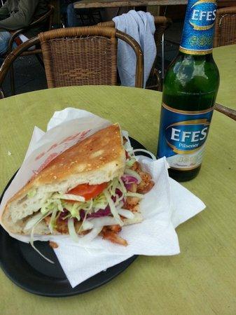 Doner e birra a Rosenthaler Grill und Schlemmerbuffet