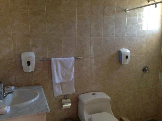 Hotel Iorana Tolache: DUCHARTE CON AGUA CALIENTE ERA UNA LOTERIA