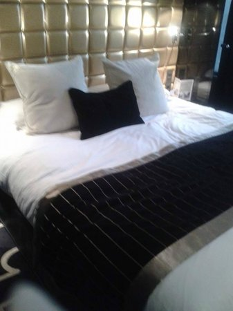 Platine Hotel : The amazing bed