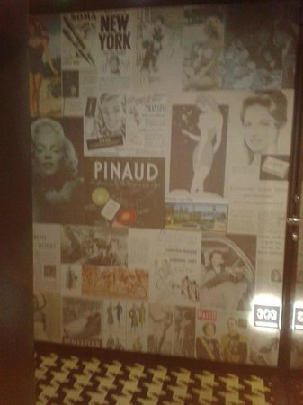 Platine Hotel: The walls of the hallways