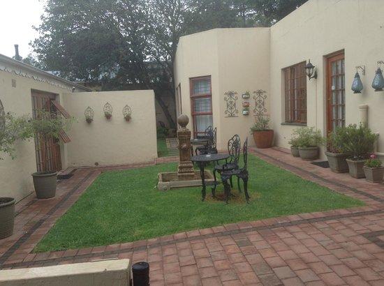Blu Trea : a room with a garden