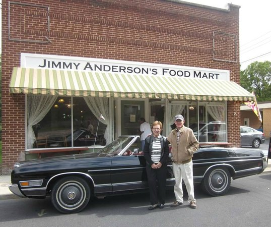 Jimmy Anderson's Casual Gourmet : Beautiful motorcars always welcome here!  JACG owners are antique car enthusiasts!