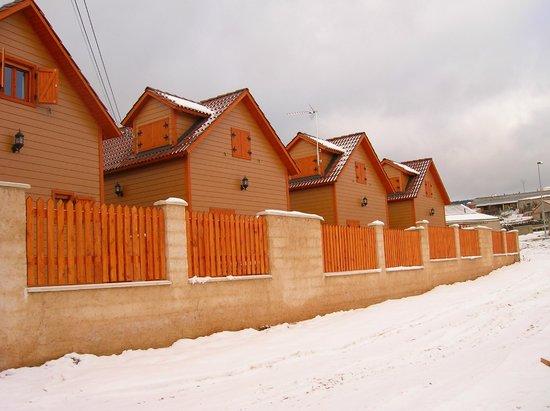 Residencial MontesUniversales: Cabañas parte trasera