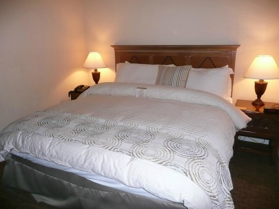 Beach House at Half Moon Bay: nicely furnished bed