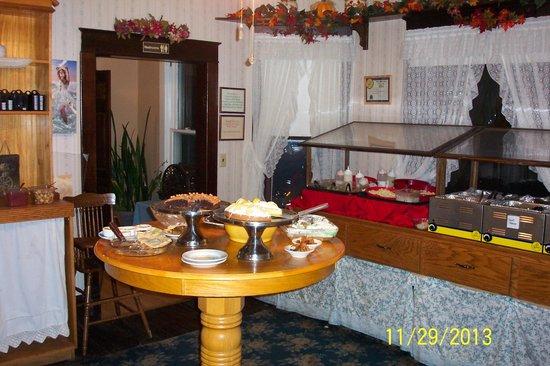 The Rock Inn Homestyle Cafe: salid bar and deserts