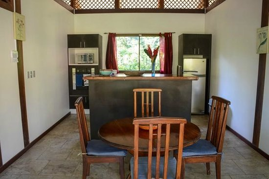 Kenaki Lodge: Kitchen and Dining Room