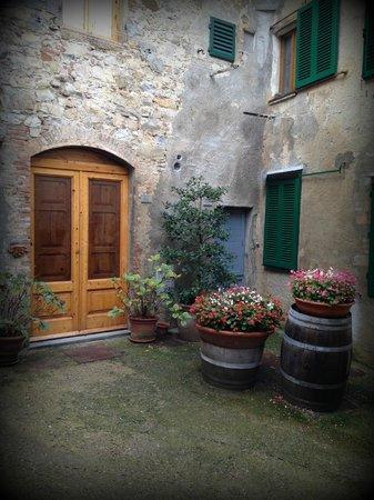 Alessandro Cammilli Private Tours: Tuscany village