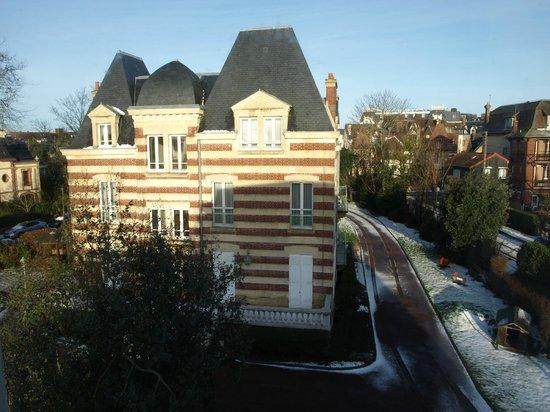 La Closerie Cabourg: Vue sur le bâtiment principal de l'hôtel