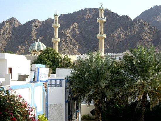 Delmon Hotel Apartments: Vue sur une mosquée chiite