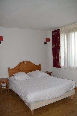 Park & Suites Village Evian Lugrin: une des deux chambres