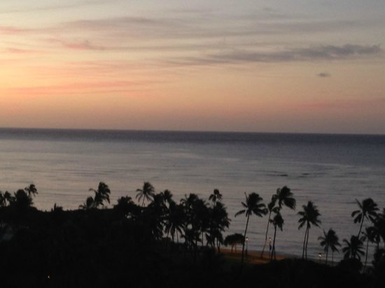 Hale Koa Hotel: View at sunrise