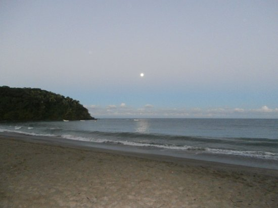 Bungalows & Trailer Park El Caracol: Un amanecer con la luna llena