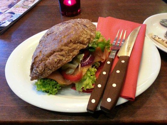 Grams Laekkerier : Salmon sandwich