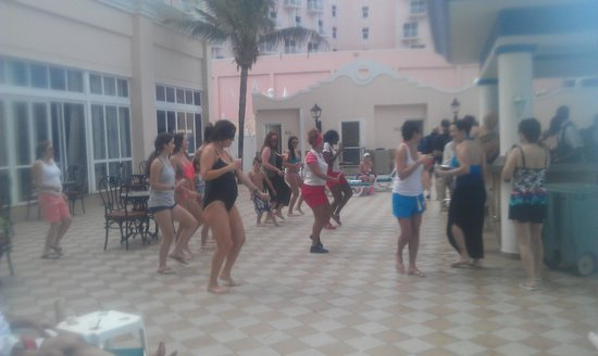 Hotel Riu Palace Paradise Island: Pool activities