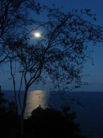 Ti Kaye Resort & Spa: Moonlight view from our porch