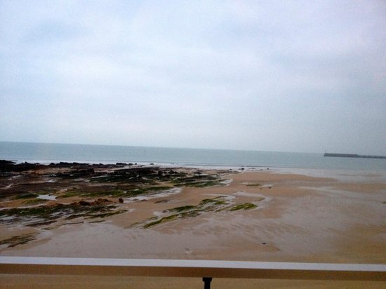 BEST WESTERN Les Roches Noires: Vue d ela chambre à marée basse au petit matin. Superbe.
