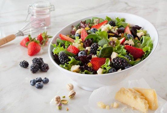 Atlanta Bread: Montemore Berry Salad