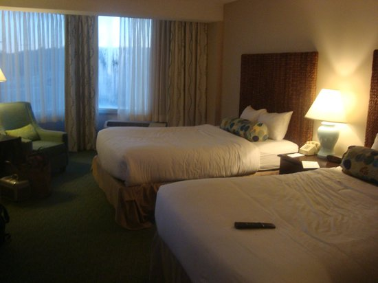 Sea Crest Beach Hotel: Room