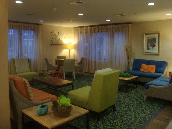 Sea Crest Beach Hotel: Lobby