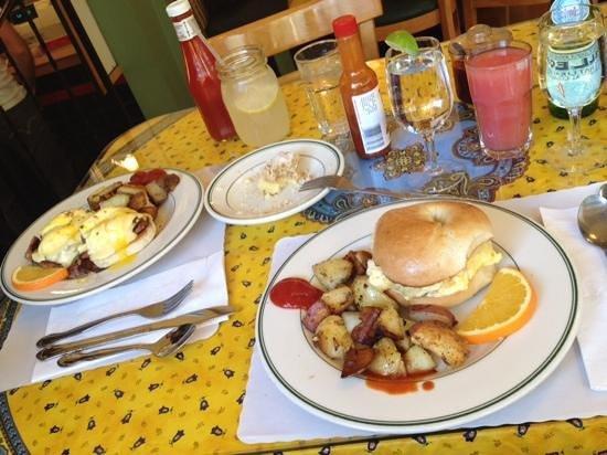 Mama's on Washington Square : great breakfast
