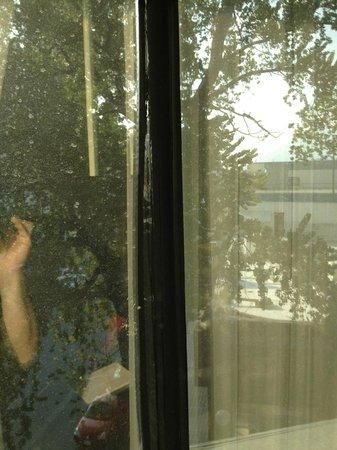 Sheraton Ambassador Hotel : Fenêtres à changer