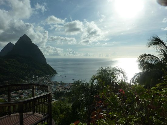 La Haut Resort : View of Soufriere from infinity pool
