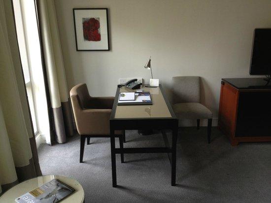 The Westin Melbourne : Desk in Room