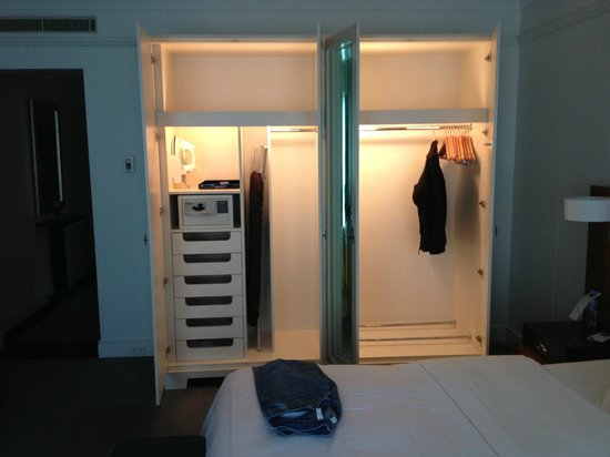 The Westin Melbourne: King Room - View of Closet Space