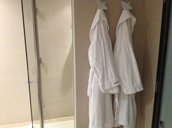 The Westin Melbourne : Bathroom - Robes