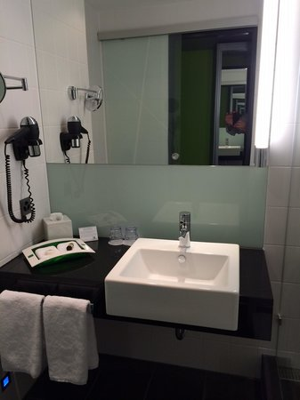 Holiday Inn Bern-Westside: sink