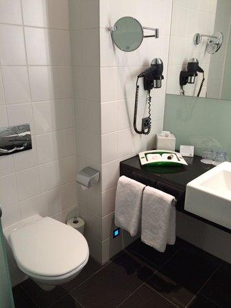 Holiday Inn Bern-Westside: toilette