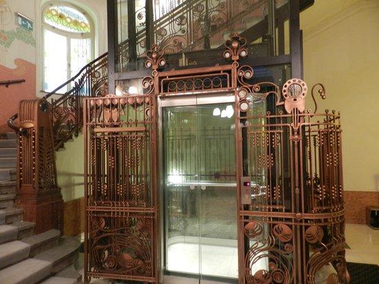 K+K Hotel Central: Ascensor