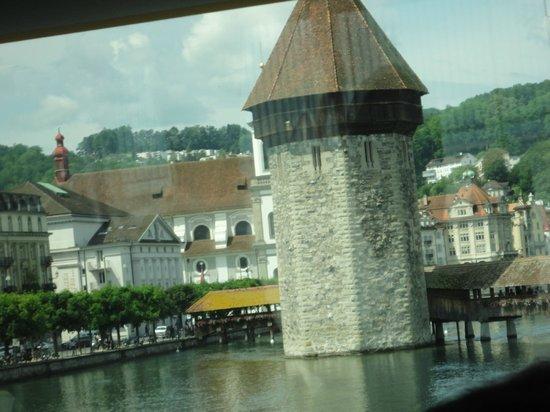 Hotel des Alpes: vendo a ponte e lago do quarto.