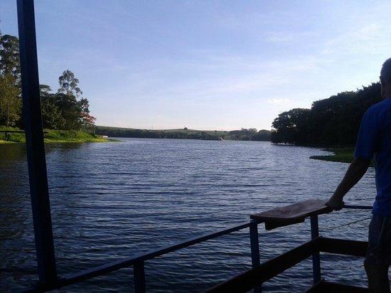 Hotel Estancia Barra Bonita : Vista do Rio Tietê junto ao pesqueiro flutuante
