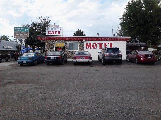 Bucky's Cafe and Motel: getlstd_property_photo