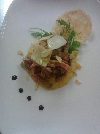 Hotel Italia: Insalata di manzo su crema di ceci e cialda di parmigiano