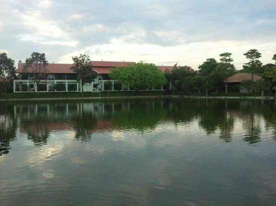 Horizon Village & Resort: Lakeside view